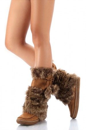 i've been wanting furry boots so bad lately!