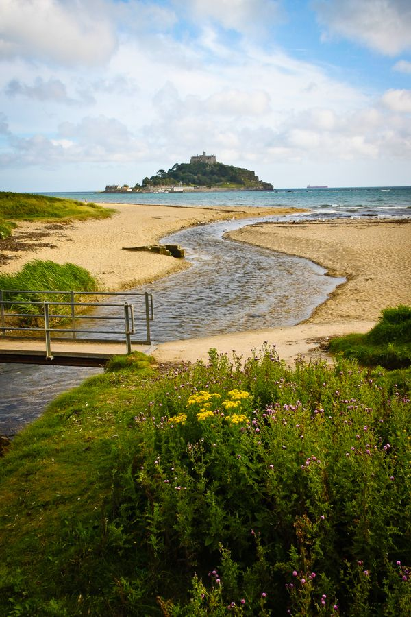 St Michael's Mount, Marazion, Cornwall Learn more at https://www.estuaries.org/ #estuaries #iheartestuaries #RAEstuaries