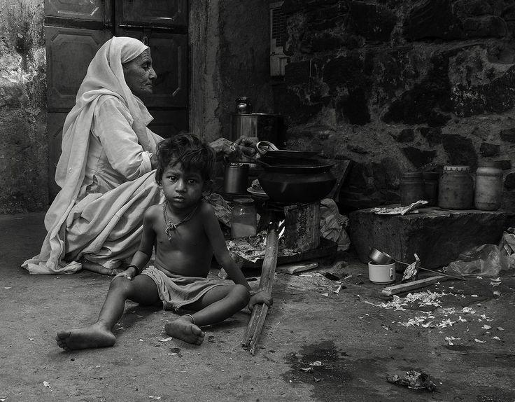 İnsanlar bir kere doğmazlar. Bu iş annelerinin onları doğurduğu gün bitmez. Fakat hayat yeniden ve yeniden onları kendilerini doğurmaya mecbur eder.   ~ Gabriel Garcia Marquez / KoleraGünlerindeAşk