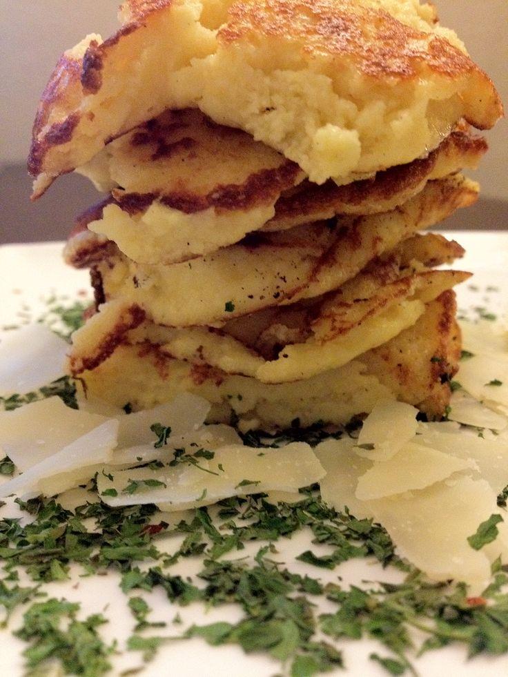 aardappelkaas pannenkoekjes bord
