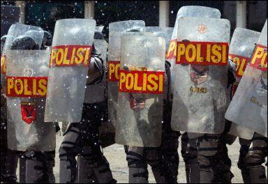 インドネシア・活躍する世界の警察官 - 活躍する世界の警察官&警察車両・装備