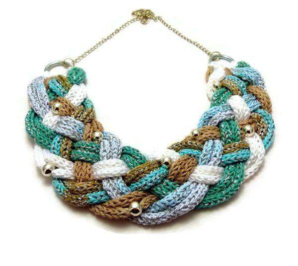 kék, fehér, beige és ezüst kötött nyaklánc / blue, white, beige and silver knitted necklace