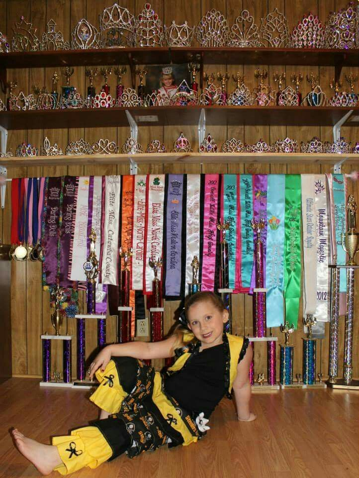 Crown And Sash Display Pageants Pinterest Crowns And