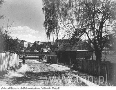 """Zdjęcie podpisane jako """"Dolina Czechowki"""", jest to Północna w okolicach obecnego skrzyżowania z Paganiniego? (ok. 1930)"""