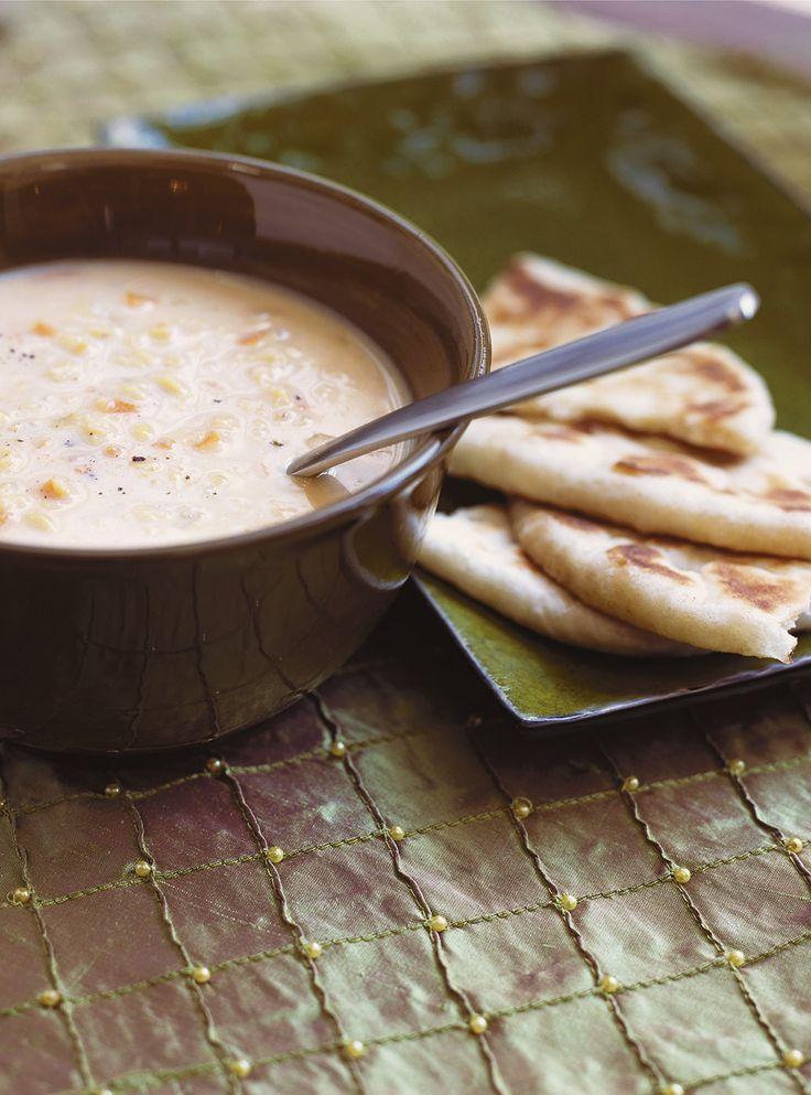 Recette de Ricardo de soupe aux lentilles rouges à l'indienne.  Cette soupe Indienne se prépare étonnement facilement et rapidement, pour le bonheur de tous.