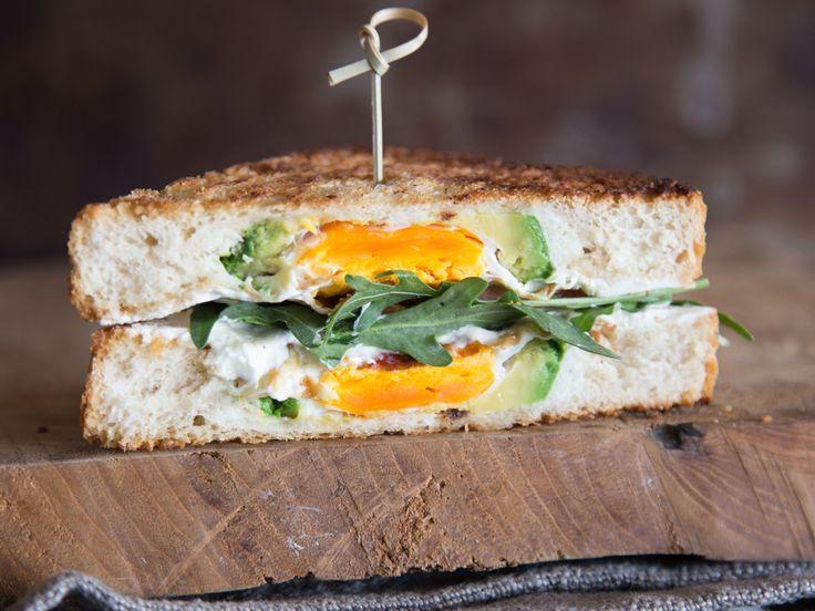 """""""All in One"""" Frühstücks-Toast: Avocado, Brot und Ei werden eins!"""