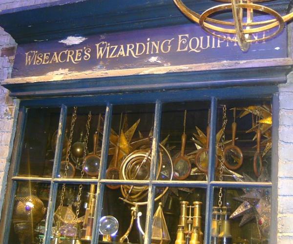 Wiseacre's Wizarding Equipment♥.•:*´¨`*:•♥Diagon Alley