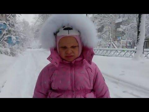 Сюрпризы в снегу My Little Pony катание с горы делаем снеговика разукрашиваем We look for surprises - YouTube