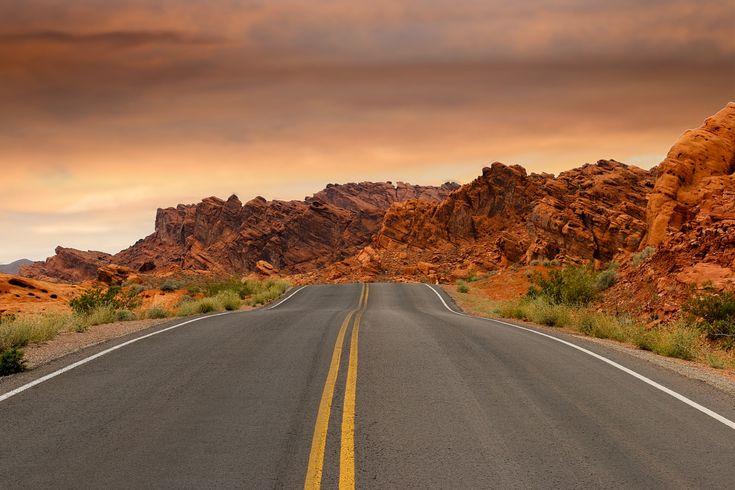 Por Carretera, Montañas, Puesta De Sol, Camino