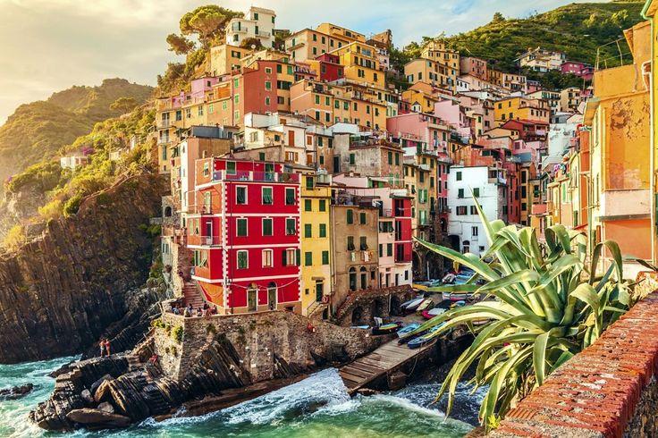 Ben je klaar voor groene bergen, kleurrijke dorpjes en steile kliffen omgeven door een saffierblauwe zee? Dan ben je klaar voor de Ligurische kust! Hier is het schilderachtige Recco de ideale locatie voor een onbezorgde vakantie. Laat je verwennen door smakelijke Italiaanse wijntjes en snoep van huisgemaakte focaccia. Bovendien is je toegangsbewijs voor Cinque Terre inclusief, net als 5 of 7 overnachtingen in een 4*-hotel met zwembad en een heerlijk ontbijt!