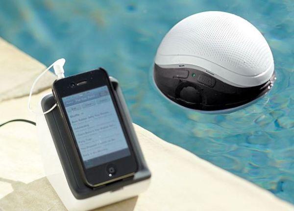 A wireless floating speaker