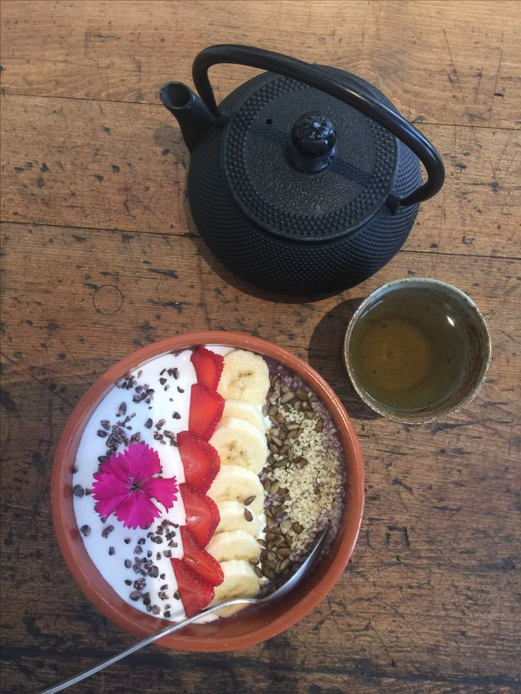 Acai Bowl with my fave Green Tea. ScX