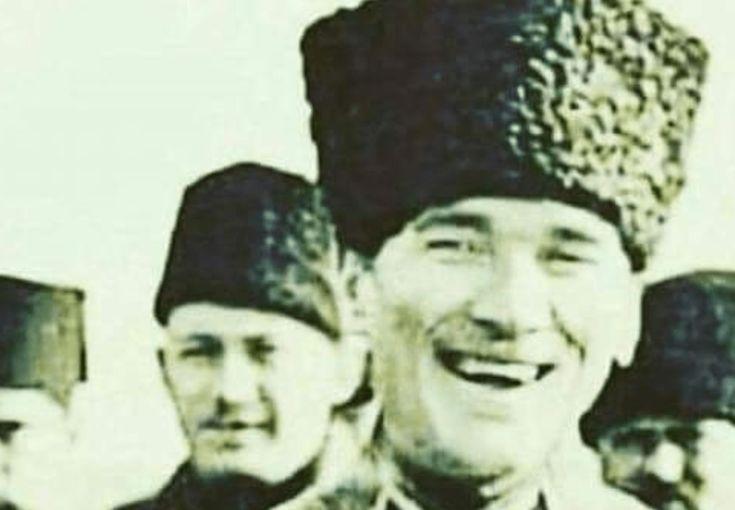 Atatürk'ün Fotoğrafını Photoshopla Gülüyormuş Gibi Göstermek Alçaklığı