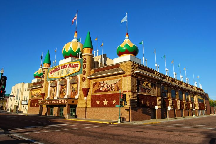 WHO TRAVEL: Travel | Mitchell Corn Palace, the building are made from corn