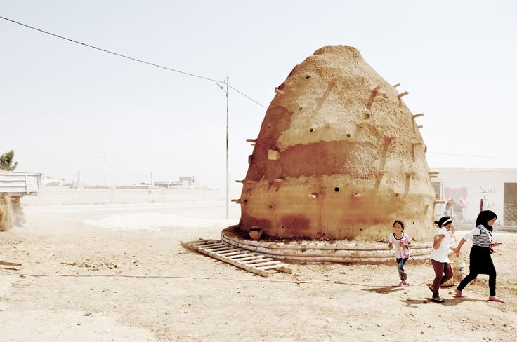 Emergency Architecture & Human Rights is building sand-bag schools to host Syrian and Jordanian children in Za'atari village, located just outside the Za´atari