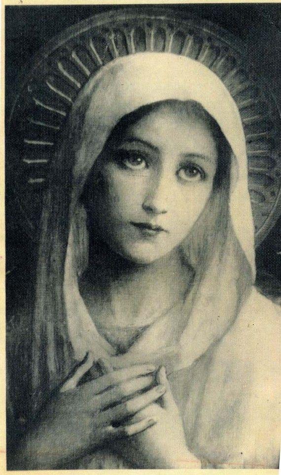 Vintage Heilige Maria met kind zilver religieuze medaille hanger aan 18 sterling zilver-rolo ketting, beschikt over een sterke kreeft-klauw gesp. Maatregelen 1,02 in hoogte en 0,83 breed. 4,4 gram weegt. Sterling zilver.