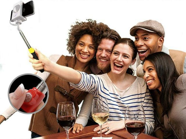 The Looq Extended Selfie Arm with Auto Shutter takes selfie shots to the next level by adding a camera trigger button on the selfie stick handle itself. GetdatGadget.com