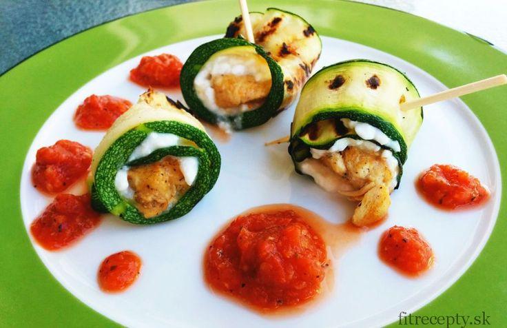 Kuracie cuketové rolky s cottage syrom a paradajkovou omáčkou - FitRecepty