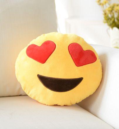 K*Waii Regalitos Frikis y Divertidos - Cojín Emoji Enamorado http://www.regalitolindo.cl/product/168904/cojin-emoji-enamorado