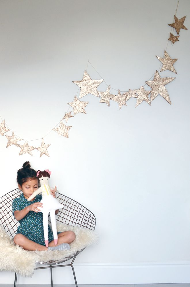 gold glitter star garland...fun for the kiddies...