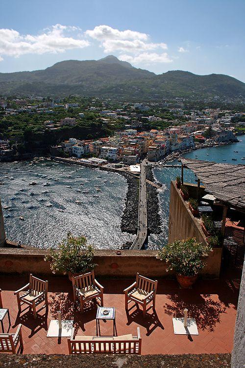 Панорамный ресторанчик в сердце Арагонского замка с видом на скалы Св.Анны... Ischia, Campania, Italy