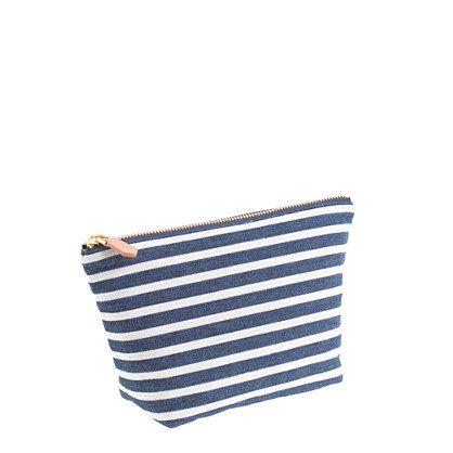 """Manténgase organizado (y sus elementos esenciales con usted) en una bolsa de mezclilla lindo raya. Cotton. 5 """"de alto x 9"""" W x 3 """"D. Cierre ..."""