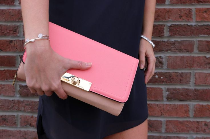 In love with this Poppy & Peonies Multi Clutch SO SO MUCH! Love how versatile it is!