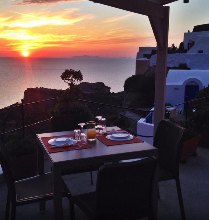 A romantic dinner for two at Esperas hotel in #Santorini!