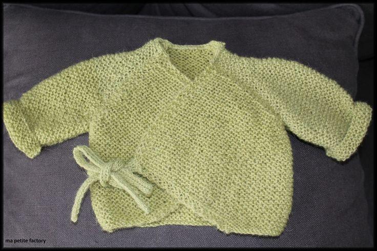 eh! oui! dans un peu moins d'un mois, bébé sera là ! et, pour ce grand jour, pour notre première fois, je lui ai tricoté LA brassière ... je dis LA brassière, parce que je pense que les bébés des mamans tricoteuses l'ont tous eue au début de leur vie...