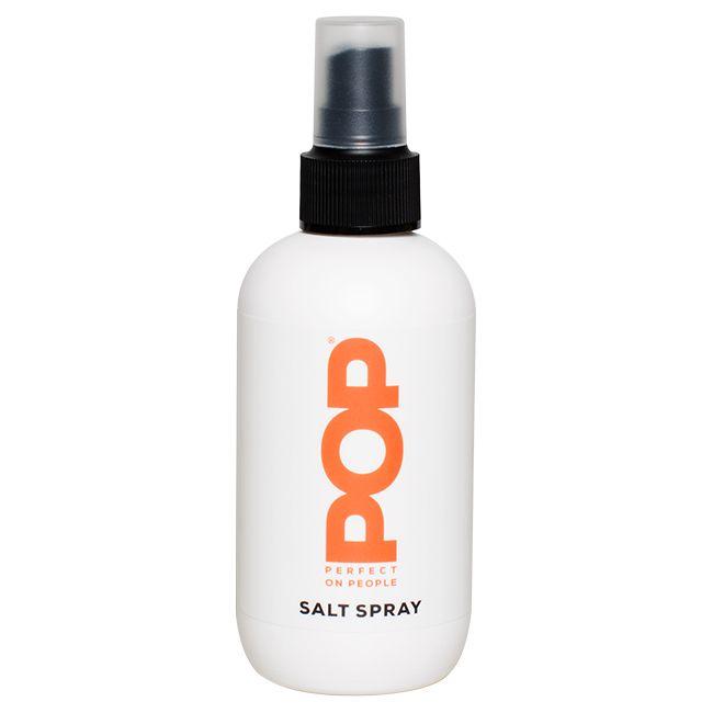 POP Salt Spray is een styling spray met zeezout voor een stoere beach look. Geeft fijn haar extra volume en stevigheid. Accentueert natuurlijke krullen of slagen.