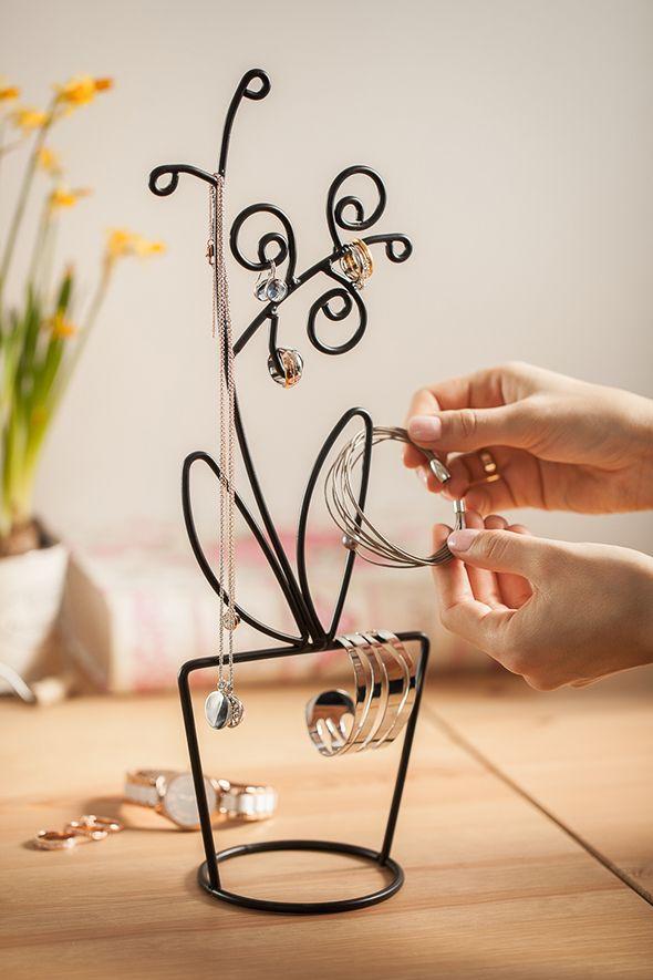#tchibo #tchibopolska #biżuteria #pierścionki #bransoletki #kolczyki #wisiorki #przechowywanie #wieszak Zobacz więcej na http://radoscodkrywania.tchibo.pl/7-sposobow-na-kreatywne-przechowywanie-bizuterii