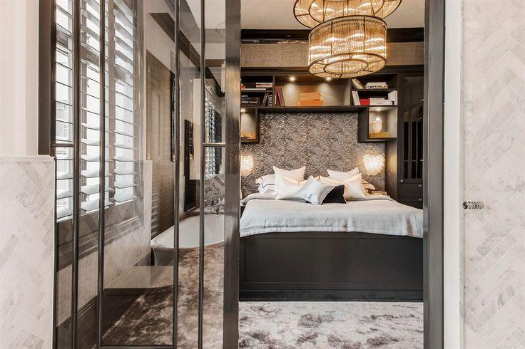 спальня кровать изголовье полки лампы
