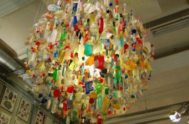 recyclage cr atif 15 id es de meubles et objets d tourn s bouteille pinterest id es de. Black Bedroom Furniture Sets. Home Design Ideas