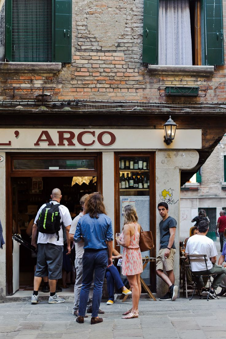 Venice Food Guide: Find the best places to eat and drink like a local while out and about in Venice.