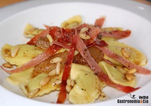 Panzerotti rellenos con melón y jamón crujiente