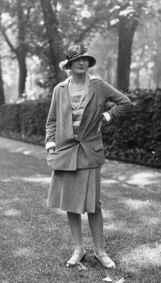 Casual, chic, Coco. Los trajes elegantes de la diseñadora francesa (retratada aquí en 1929) fueron parte de una nueva era de moda cómoda para mujeres. (Getty Images/Archivo)