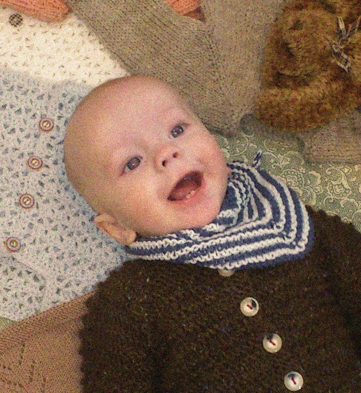 """savlebandana - Savle-bandana ...fra Nørkleriets bog """"strikketøj til baby""""  Str baby  Materialer: COTTONWOOD i forskellige farver Jumperpinde nr 5  Strikkefasthed: 19 = 10 cm Passer strikkefastheden ikke skiftes der til grovere eller finere pinde! Modellens længde: ca 50 cm  Slå ..."""