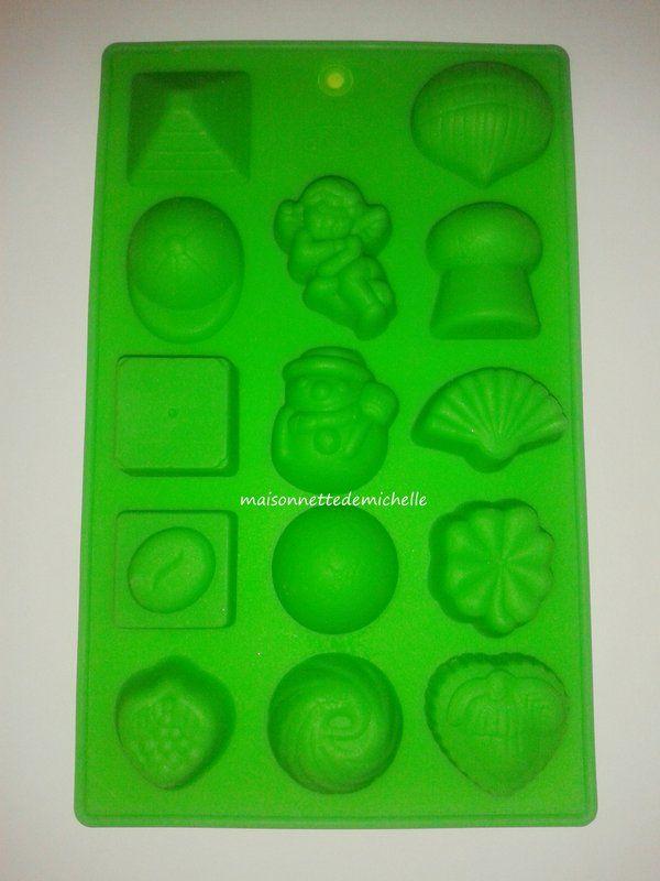 Moule en silicone de 14 formes différentes de 1. Y compris bonhomme de neige et ange.   (à utiliser avec le chocolat, bonbons, biscuits, gâteaux, savons, Fimo, pâte polymère, résine).   Pour acheter cliquez sur le lien eBay boutique.