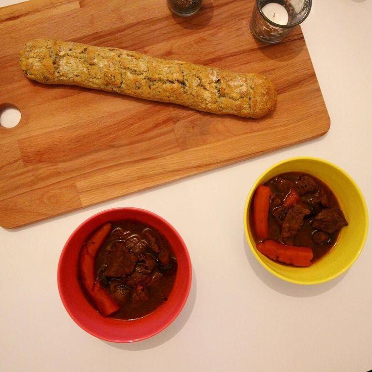 Långkok kan va bland de godaste och speciellt när köttet blir sådär mört så det bara smälter i mun tillsammans med nybakad paleobaguette #whatsfordinner#lowcarb#lchf#liberallchf#lågkolhydratkost#paleokost#lavkarbo#lchfklubben#mattips#eatclean#healty#hälsa#paleomat#eat#lchfmat#kzcleaneating#lågkolhydrat#paleo#sockerfritt#paleosverige#glutenfritt#yummy#sweet#tidningenmatkarlek#foodie#mittkok#mejerifritt by lowcarbmalin