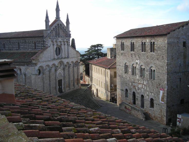 Palazzo dei podestà e cattedrale di san Cerbone (vista da Palazzo Malfatti), Massa Marittima