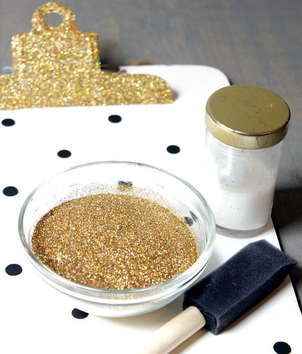 The easy way to glitterize a clipboard