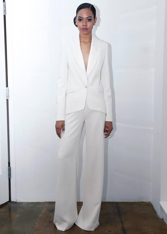 Jumpsuit or pantsuit wedding outfits. These are a trend, who knew?!