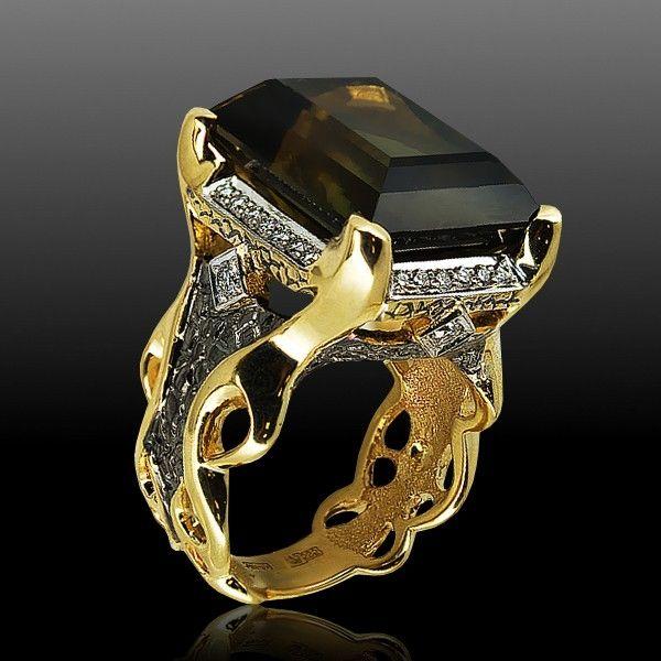 Стильные золотые кольца с драгоценными камнями .