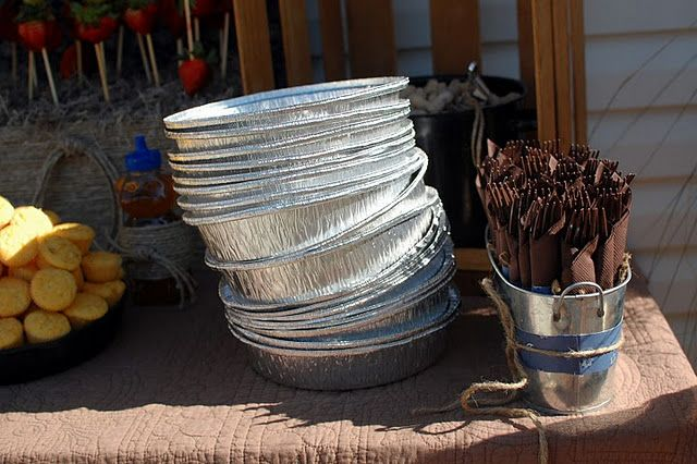 Need to do this Awesome idea...  serve food in pie tins