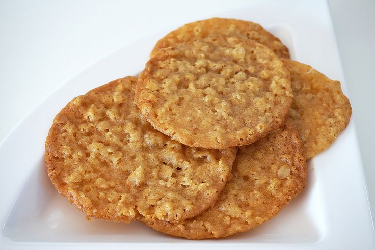 Chewy oat biscuit
