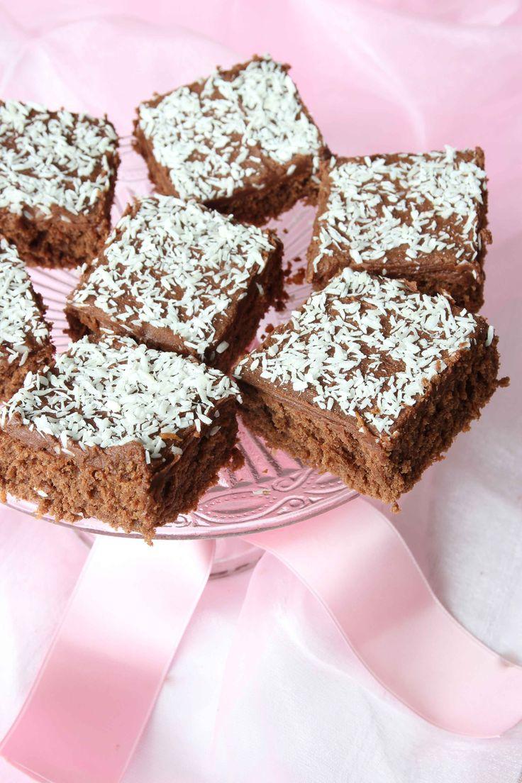 Ljuvligt goda chokladrutor med chokladkaffeglasyr och kokos.