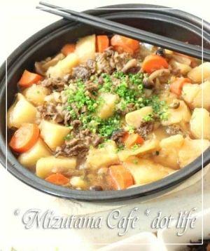 楽天が運営する楽天レシピ。ユーザーさんが投稿した「●タジン鍋でほっこり肉じゃが● 鍋に入れるだけ♪」のレシピページです。いつもの肉じゃがですが、タジン鍋で作ったらほっこり、野菜の甘味を引き出されて美味しい!!!お鍋のままテーブルにも出せちゃいます♪。肉じゃが。牛肉(適当な大きさに),じゃがいも(お好みの大きさに),たまねぎ(大き目のスライス),人参(輪切り),しめじ,●水,●ほんだし,●醤油,●酒,●みりん