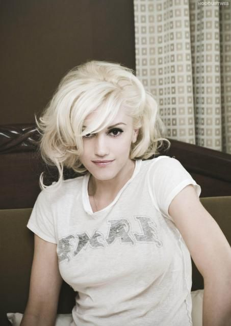 """Sweet Escape"" era Gwen Stefani"