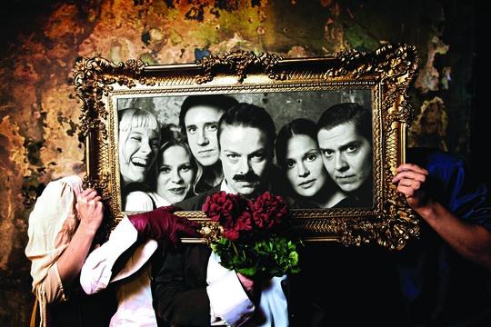 Q-teatteri: Broken Heart Story. Written and directed by Saara Turunen. Tampereen Teatterikesä | Tampere Theatre Festival