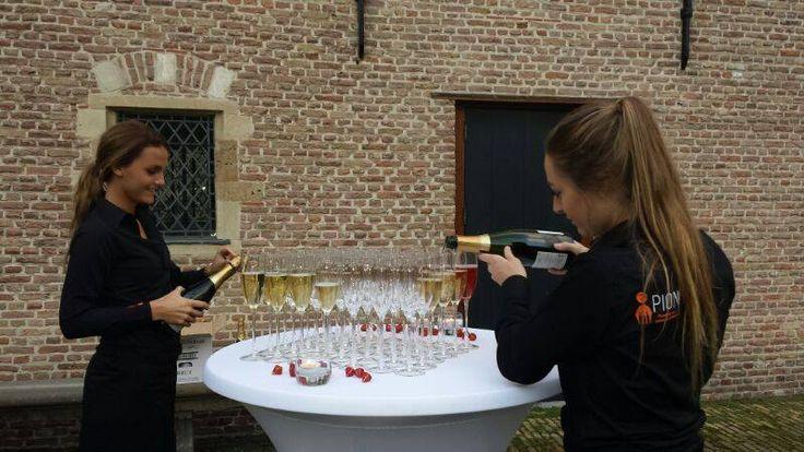 PION verzorgt jullie mooiste dag van A tot Z #bruiloft #wedding #trouwerij #trouwen #jawoord #gezegend #proosten #bubbels #champagne #sprankeling #pionhorecaenpromotie #horecamedewerkers #gastvrouwen